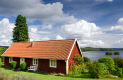 Summer house near the lake Royalty Free Stock Images