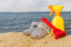Summer items on the beach Royalty Free Stock Photography