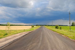 summer road and sky before rain Royalty Free Stock Photography
