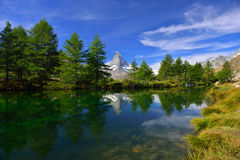 Summer morning on the Grindjisee lake with Matterhorn peak backd Stock Photos