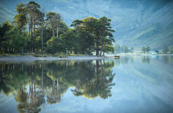 Summer morning reflections at beautiful Buttermere Royalty Free Stock Photos