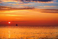 Summer sunrise and Beautiful cloudscape over the sea royalty free stock photos