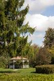 Summerhouse en parque del otoño Fotografía de archivo