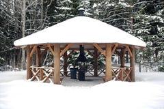 Summerhouse grande com a lareira no inverno Foto de Stock Royalty Free
