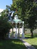Summerhouse in klooster. Stock Foto