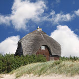 Summerhouse na praia foto de stock royalty free