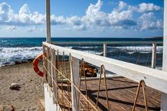 Summerhouse op de oceaan Stock Foto