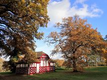 Summerhouse op een Japans Theehuis wordt gebaseerd, Chorleywood-Huislandgoed dat stock foto's