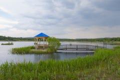 Summerhouse sul lago fotografia stock libera da diritti