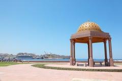 Summerhouse vicino al puntello di mare in paese arabo Fotografie Stock Libere da Diritti
