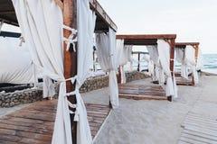 Summerhouses auf dem Strand Lizenzfreie Stockfotografie