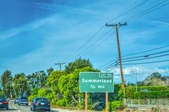 Summerland nimmt Zeichen auf der nach Norden gehend Autobahn 101 heraus Stockbilder