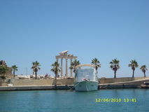 Summerphoto. A monument with palm trees and a ship on an island royalty free stock photo