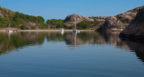 Summertime on swedish coast. Scenic view of a small cove with sail boats and motor boats Stock Photo