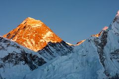 Summit of Mt. Everest at Sunset. Last rays of sunlight on summit of Mt. Everest, Khumjung, Solu Khumbu, Nepal Stock Images