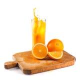 Sumo de laranja e fatias saudáveis frescos de laranjas Fotografia de Stock