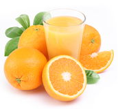 Sumo de laranja e frutas. imagens de stock royalty free