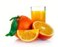 Sumo de laranja e frutas frescos Fotografia de Stock