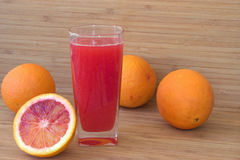 Sumo de laranja e laranjas Imagem de Stock