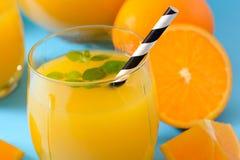 Sumo de laranja espremido Imagem de Stock Royalty Free
