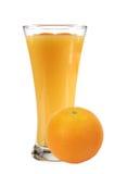 Sumo de laranja na fruta alaranjada de vidro e fresca Fotografia de Stock