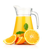 Sumo de laranja no jarro e nas laranjas. Imagens de Stock Royalty Free
