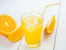 Sumo de laranja no vidro Fotos de Stock Royalty Free