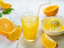 Sumo de laranja no vidro Imagens de Stock Royalty Free