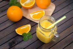 Sumo de laranja no vidro Foto de Stock