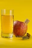 Sumo de maçã e maçã Fotografia de Stock Royalty Free