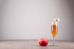 Sumo de maçã fresco fotos de stock