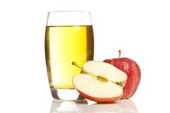 Sumo de maçã orgânico de refrescamento Fotos de Stock