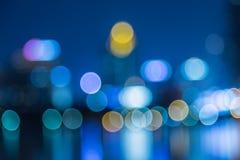 Sumário, bokeh do borrão da luz da arquitetura da cidade da noite, fundo defocused Imagem de Stock Royalty Free
