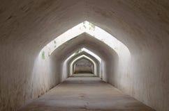 Sumur gumantung, de ondergrondse gangtunnel, taman het waterkasteel van Sari - de koninklijke tuin van sultanaat van Jogjakarta Stock Fotografie