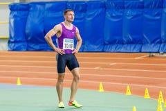 SUMY, UKRAINE - 28. JANUAR 2018: Vitaliy Butrym nach Gewinn in 400m Rennen auf ukrainischem Innenleichtathletikteam Lizenzfreies Stockfoto