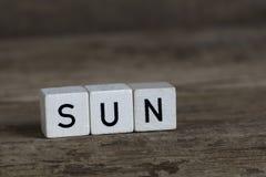 Sun, écrit en cubes Photo libre de droits