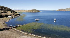 Sun ö i Titicaca laken, Bolivia Arkivbild