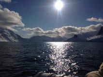 Sun über dem See in Grönland Lizenzfreie Stockbilder