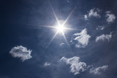 The Sun και σύννεφα Στοκ φωτογραφίες με δικαίωμα ελεύθερης χρήσης