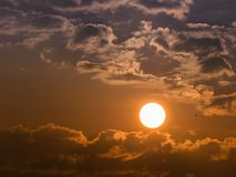 The Sun τη νεφελώδη ημέρα Στοκ φωτογραφία με δικαίωμα ελεύθερης χρήσης