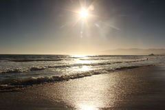 Sun, agua, y arena Fotos de archivo