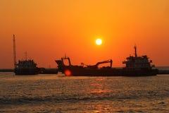Sun ajustou-se com água e a areia, Bílis-cara, Sri Lanka, foto de stock royalty free