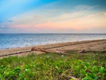 Sun ajustou-se na praia de Sanur Imagens de Stock