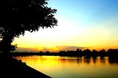 Sun ajustou-se no lago Foto de Stock