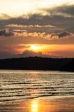 Sun ajustou-se pelo mar Imagem de Stock