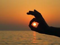 Sun all'interno del segno giusto Fotografie Stock