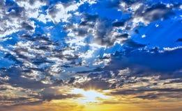 Sun a allumé le ciel Photographie stock libre de droits