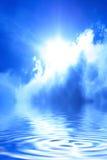 Sun atrás de uma nuvem fotografia de stock royalty free