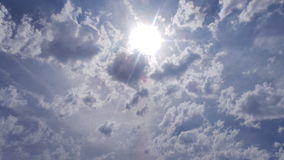 Sun através das nuvens Foto de Stock Royalty Free
