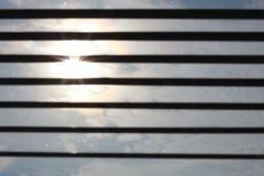 Sun attraverso i ciechi fotografia stock libera da diritti